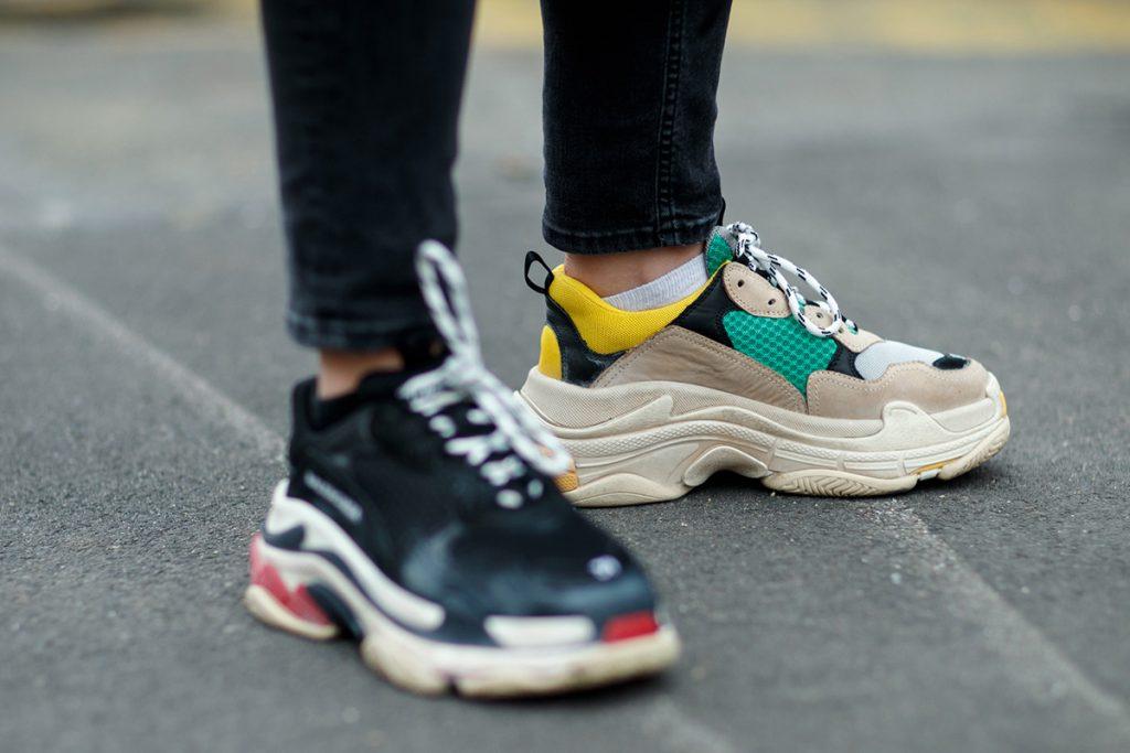 Addio scarpe con il tacco! Le vere protagoniste di questa primavera-estate  saranno le sneakers. Non chiamatele scarpe da ginnastica! 93cc19cd59d