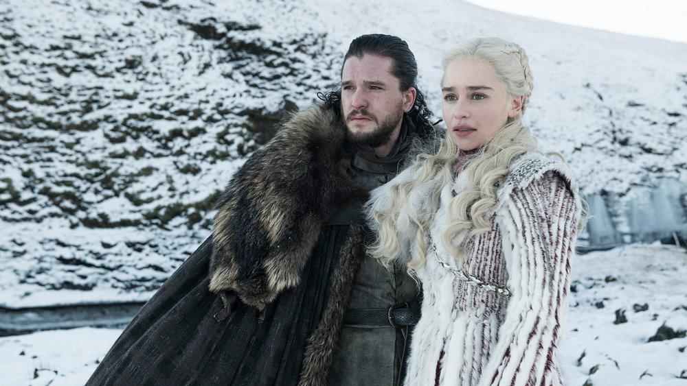 Kit Harington e Emilia Clarke nei panni di Jon Snow/Aegon e Daenerys Targaryen
