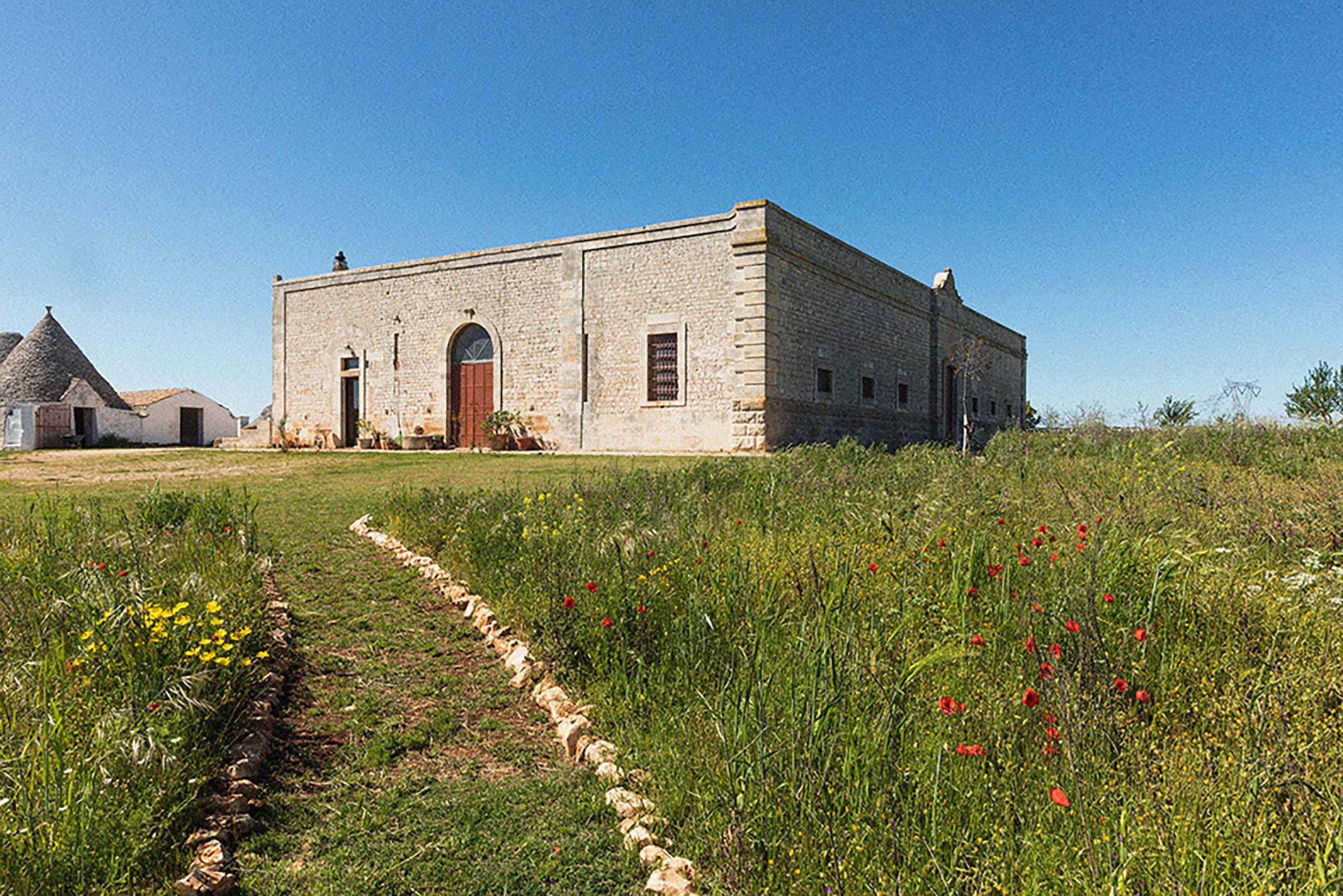 il percorso che porta alla Masseria e ai trulli